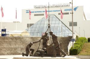 160122 ExCeL statue of working dockers